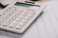 Zwolnienie od pracy w okresie wypowiedzenia – jak ustalić wysokość wynagrodzenia