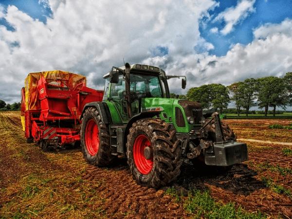 Czym się różnie działalność gospodarcza od działalności rolniczej?
