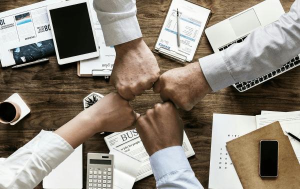 Czym zajmuje się dział HR?
