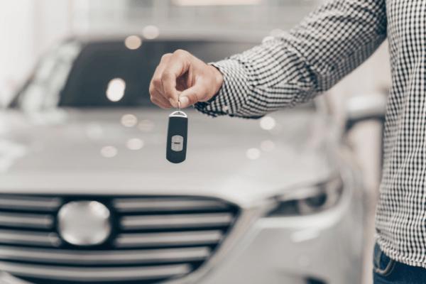 Ile kosztuje wynajem samochodu? Sprawdź od czego zależy cena!